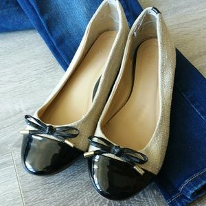 Two Tone Cap Toe Ballet Flats with Bow Accent